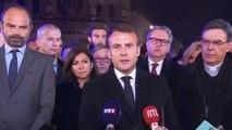 """""""Cette cathédrale, nous la rebâtirons."""" La promesse d'Emmanuel Macron devant Notre-Dame en flammes"""