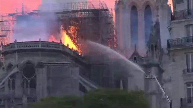Notre Dame: Blaze engulfs medieval icon - BBC News