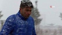 Kars'a Nisan sürprizi... Lapa lapa kar yağan kar sonrası şehir beyaza büründü