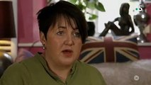 Regardez le témoignage de cette femme qui fait froid dans le dos... Adoptée, elle a été battue par sa famille d'accueil - Vidéo