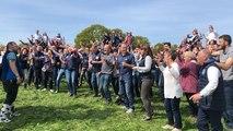Près de Redon, 150 agriculteurs bio tournent un clip
