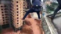 Ces ouvriers font du saut à l'élastique depuis le toit d'un immeuble !