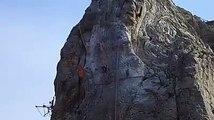 Alpes de Haute-Provence: évacuation sepectaculaire d'un ouvrier blessé en pleine falaise du Rocher de la Beaume de Siste