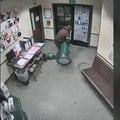 Un braqueur entre en pleine nuit dans un établissement pour voler... un distributeur de bonbons !