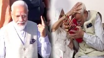 PM Modi receives blessings from his mother, Cast Vote from Gandhinagar   Oneindia News