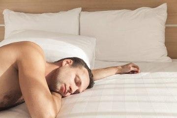 5 raisons de dormir nu