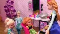 COUPE de cheveux ! Elsa et Anna, les tout-petits se teignent les cheveux au Salon de coiffure de Barbie est le coiffeur