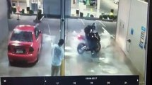Un motard veut s'amuser à la station de lavage et se prend une belle gamelle