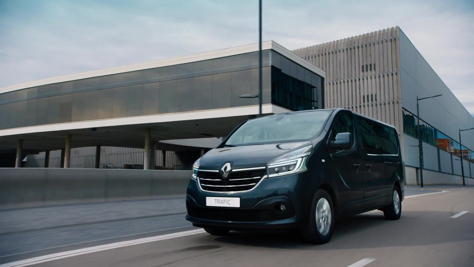 2019 New Renault Trafic Trailer