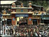 Surging crowd at Petta Sree Dharmasastha Temple