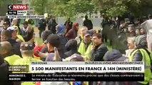 """Gilets Jaunes - Plusieurs centaines de manifestants ont défilé dans le calme à Paris devant le siège de plusieurs médias pour réclamer """"un traitement médiatique impartial"""" du mouvement"""