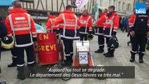 Les pompiers des Deux-Sèvres, en grève, manifestent à Niort