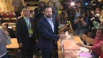 Abascal vota en el colegio público Pinar del Rey (Madrid)