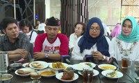 Bantah Boikot, Relawan Jokowi - Ma'ruf Ramai-Ramai Makan Nasi Padang