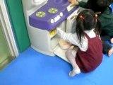 Iris et Sumire au parc de jeux a Kobe
