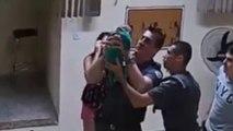 Brésil : des policiers sauvent un bébé qui s'étouffe, les images sont choquantes