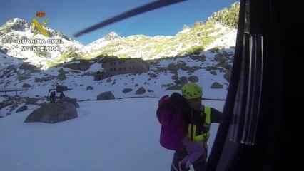 """Rescatados 5 menores y 3 adultos con """"Ceguera de las Nieves"""" en la Sierra de Gredos"""