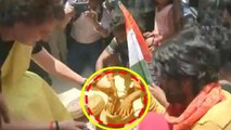 Priyanka Gandhi Vadra plays with Snakes in Rae Bareily election Campaign | Oneindia News