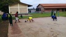 Professeurs et élèves de Saint-Henri Mouscron ont testé le sport pratiqué par les non-voyants