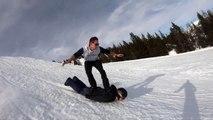 Tu as oublié ton snowboard? Pas de soucis... Surf sur le dos de ton pote