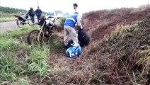 Homem sofre queda com moto na estrada de acesso a São João do Oeste