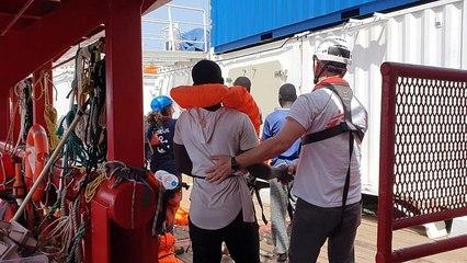 Ocean Viking gemisinde 2 haftadır bekletilen 356 göçmen Malta'da karaya indi