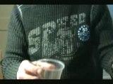 Truc de magie pièce verre d'eau révélée