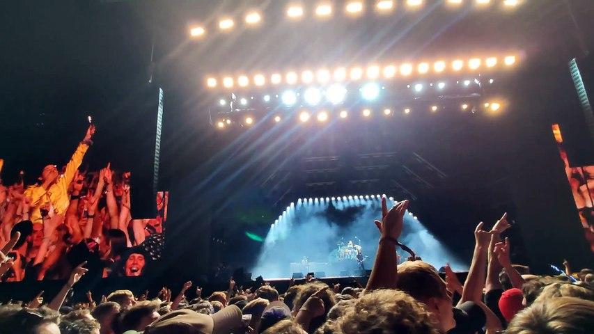 Foo Fighters bring Freddy Mercury on stage