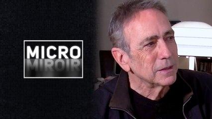 Micro miroir - Les passants vont-ils reconnaître Alain Chamfort ?