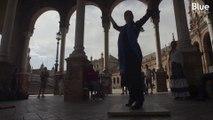 À l'occasion de la feria de Séville, les Espagnols se mettent à danser la traditionnelle Sevillana
