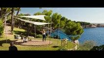 TIMADORAS COMPULSIVAS - Clip de la Película -Hola Interpol - Anne Hathaway y Rebel Wilson