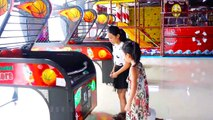 Jeu jeu Haussa les épaules de son Géant  Bébé Beurre TV  Aire de jeux intérieure pour les enfants