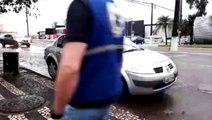 Mulher se fere em acidente entre carros na Rua Pernambuco