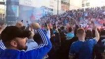 OM-OL : chants, fumigènes, pétards... grosse ambiance devant le Vélodrome à 1h30 du coup d'envoi
