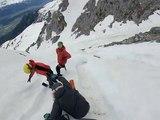 Ils skient sur une avalanche dans la montagne en Autriche... Hors Piste !