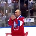 La chute de Vladimir Poutine lors d'un match de hockey
