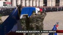 Hommage aux héros: Revoir l'entrée des deux cercueils dans la cour des Invalides portés  par des commandos marine - VIDEO