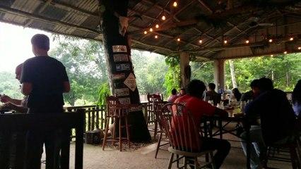 Travel Track On Sirk TV: TREY'S BARN & GRILL [Teakettle Village, Belize]