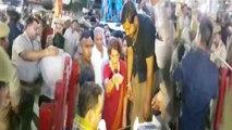 Priyanka Gandhi Vadra के Varanasi Road Show में Modi Supporters की जमकर पिटाई | वनइंडिया हिंदी