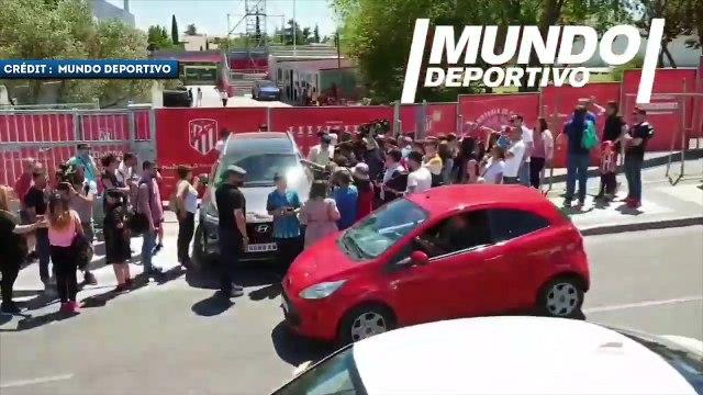 La cohue lors de la sortie d'Antoine Griezmann du centre d'entraînement de l'Atlético