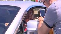 Antoine Griezmann atiende a los aficionados tras comunicar su marcha del Atlético