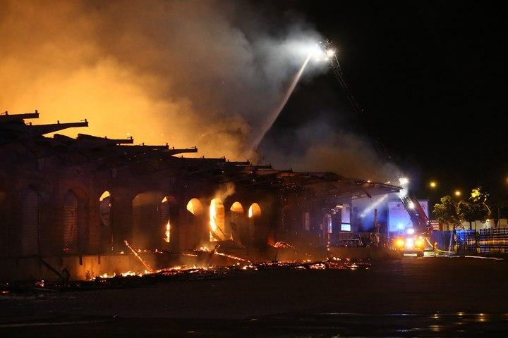 Enorme incendie à Mulhouse: l'intervention en images