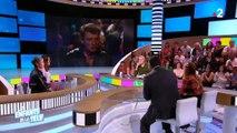 """Jeanne Mas au bord des larmes dans """"Les enfants de la télé"""" en évoquant Johnny Hallyday - Regardez"""