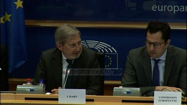 Hahn: Të hapen negociatat me Shqipërinë - Top Channel Albania - News - Lajme