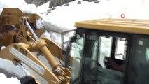 Antalya'da Karla Mücadele... İş Makineleri Yüksekliği 10 Metreyi Bulan Karla Kaplı Yolların...