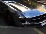Cet automobiliste casse sa Mercedes toute neuve...
