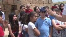 Diyarbakır Öğrenciler, Tarihi Zerzevan Kalesi'nde Ders İşledi
