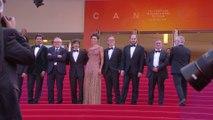 Marco Bellochio et l'équipe du Traître montent les marches sur un air d'opéra - Cannes 2019