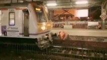 Une folle marche sur la voie quand un train arrive en gare !