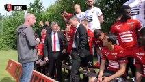 Les équipes du Stade Rennais F.C. réunis autour de la Coupe de France